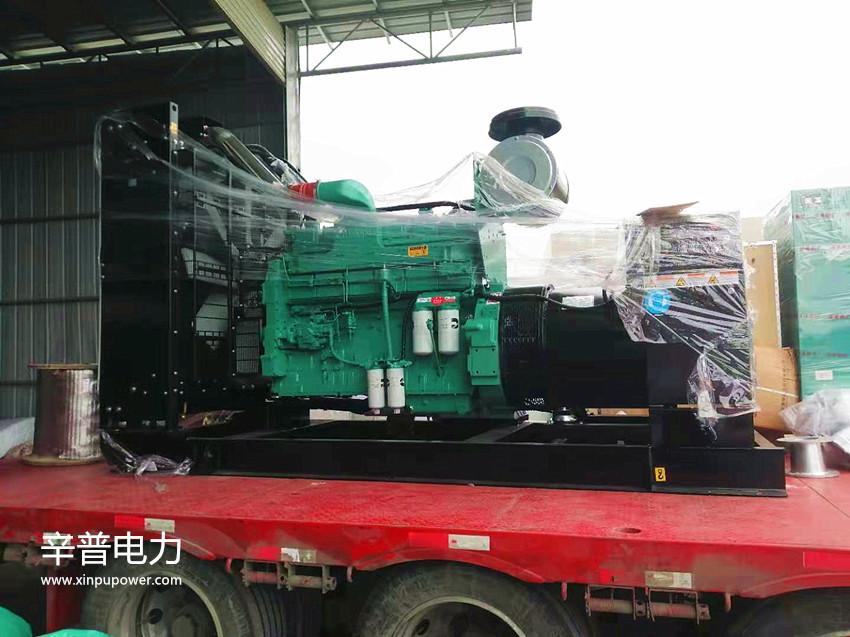 南宁交机一台550KW康明斯柴油发电机组——用于水泥厂