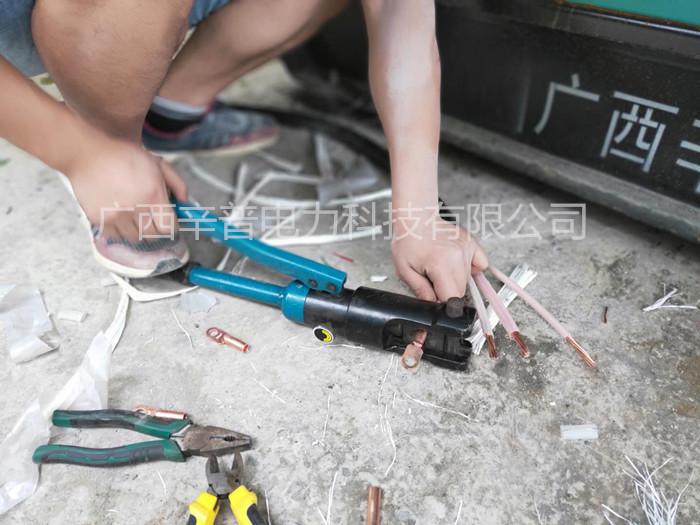 5月1日辛普服务工程师为百色某银行安装柴油发电机组