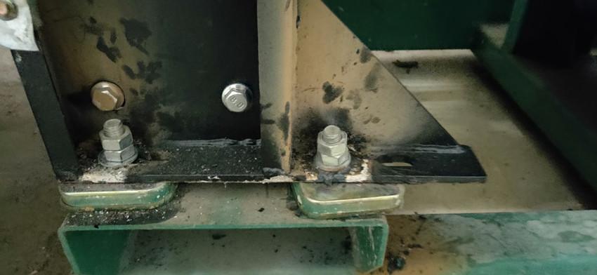 6月23日丁工上门为百色某小区400kw柴油发电机组维修