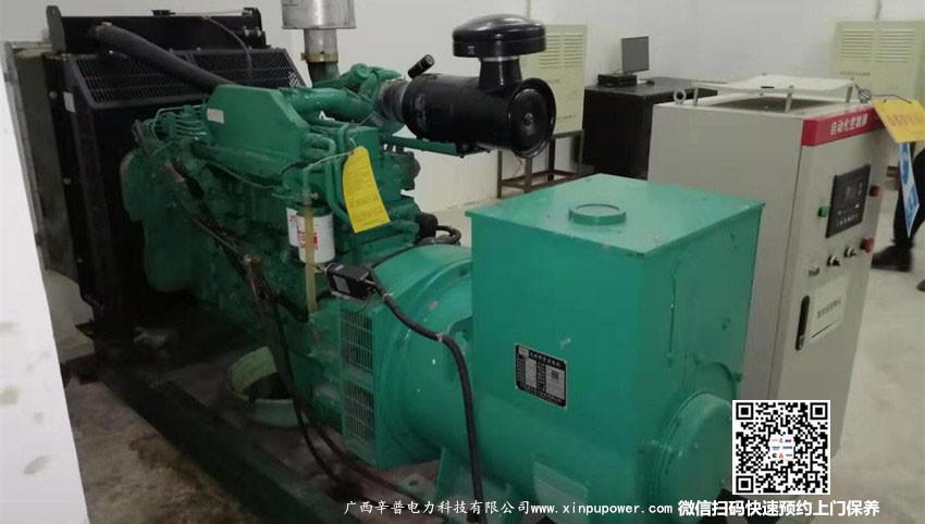 7月22日丁工为崇左客户维修保养一台150kw柴油发电机组