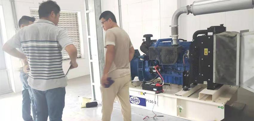 为保障广西空管雷达塔台供电正常,辛普发电机组维修师不惧炎热奋战一线!